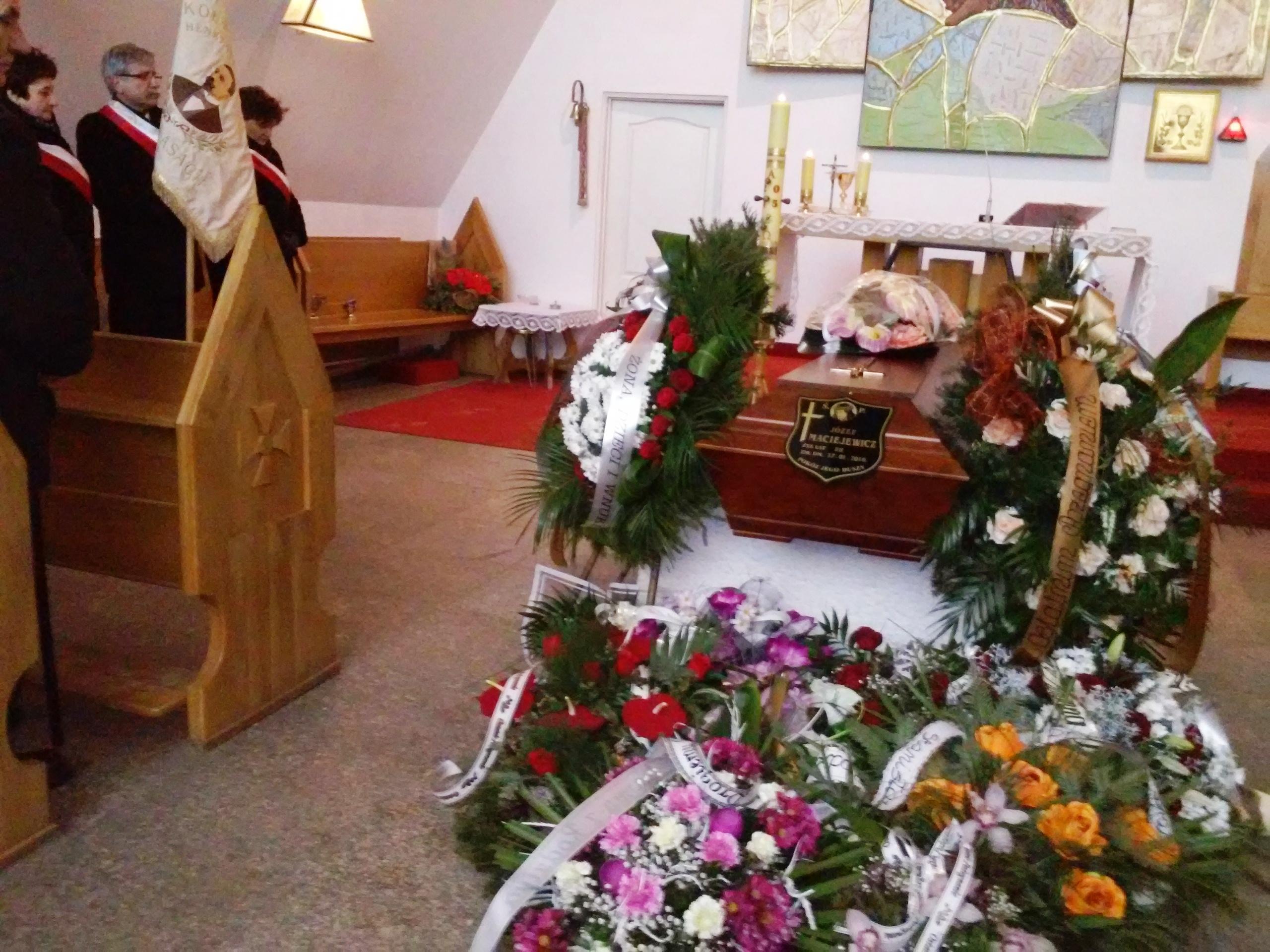 Pożegnanie �P. Józefa Maciejewicza - wieloletniego dyrektora SP w Halasach