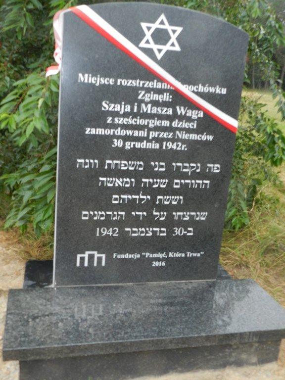 Puchacze pami�taj� o pomordowanych Żydach