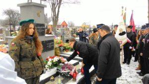 Odnowiony pomnik lotników w Dołdze